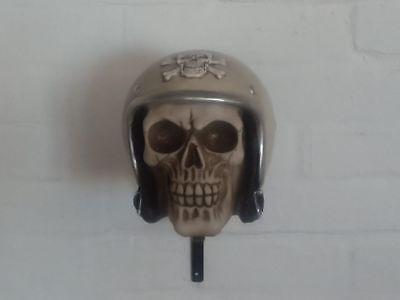 casque scooter tete de mort